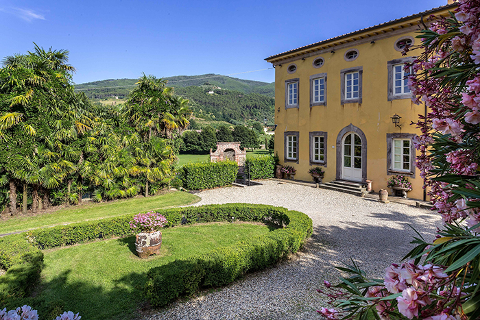 Villa loggia luxury villa in lucca sleeps 22 - Hotels in lucca italy with swimming pool ...