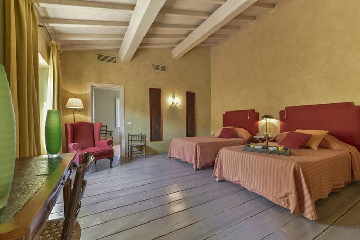 villa rocca stylish villa near tuscan coast sleeps 18. Black Bedroom Furniture Sets. Home Design Ideas